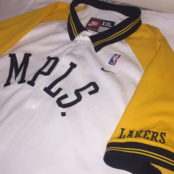 the latest 60c53 a6d1e Nike Throwback Lakers Warmup Shirt-jacket.